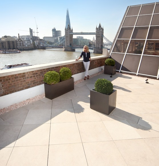Roof terrace paving
